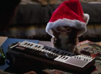 Gremlins - Gizmodo celebrates Christmas in a Santa Hat