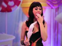 Katy Perry: Part of Me 3D - Eating fairy floss