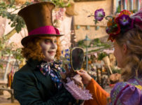 Alice Through the Looking Glass - The Mad Hatter (Johnny Depp ) and Alice (Mia Wasikowska)