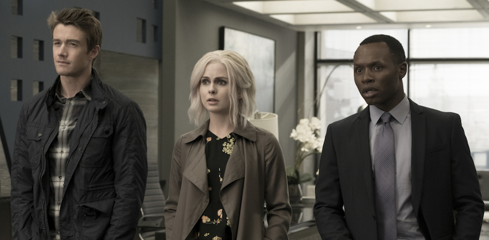"""iZombie -- """"Heaven Just Got a Little Bit Smoother"""" -- Image Number: ZMB301b_0299.jpg -- Pictured (L-R): Robert Buckley as Major, Rose McIver as Liv and Malcolm Goodwin as Clive -- Photo: Katie Yu/The CW -- © 2016 The CW Network, LLC. All rights reserved."""