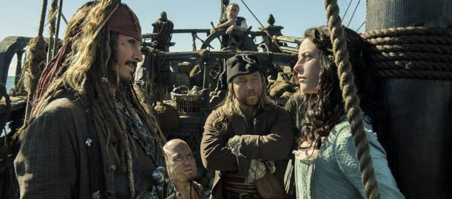 """""""PIRATES OF THE CARIBBEAN: DEAD MEN TELL NO TALES""""..The villainous Captain Salazar (Javier Bardem) pursues Jack Sparrow (Johnny Depp) as he searches for the trident used by Poseidon..Pictured L-R: Johnny Depp (Captain Jack Sparrow), Martin Klebba (Marty), Kevin McNally (Joshamee Gibbs), Stephen Graham (Scrum) and Kaya Scodelario (Carina Smyth)..Ph: Peter Mountain..© Disney Enterprises, Inc. All Rights Reserved."""